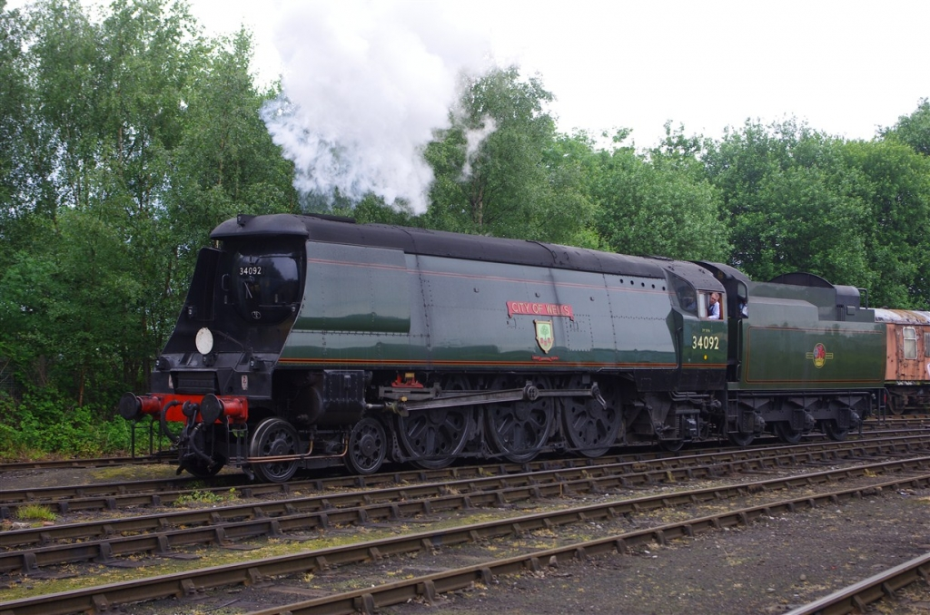 34092 with Tangmere tender